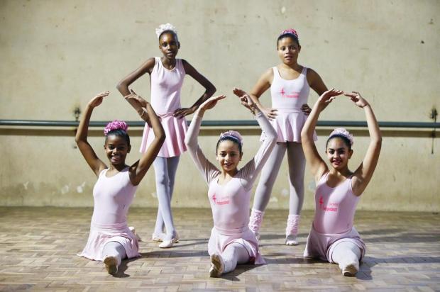 Bailarinas da periferia de Alvorada se unem para realizar festa de debutantes Félix Zucco/Agencia RBS
