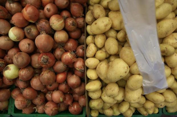 Cebola, tomate e batata pesam no orçamento do consumidor. Veja como organizar as compras André Ávila/Agencia RBS
