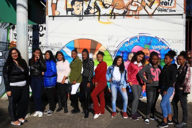 Baile de Debutantes Comunitário precisa de apoio para realizar o sonho de 15 jovens Tadeu Vilani/Agencia RBS