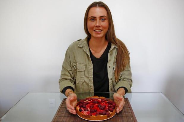 Doce da Marthina: confira como preparar uma cheesecake vegana com geleia de amora Robinson Estrásulas/Agencia RBS