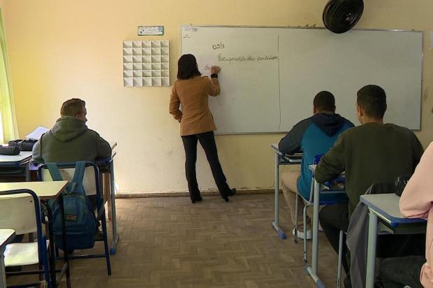 Após um mês, estudantes de escola interditada em Balneário Pinhal retornam às aulas Reprodução/RBS TV