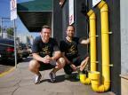Empresários instalam comedouros e bebedouros para animais em São Leopoldo Félix Zucco/Agencia RBS