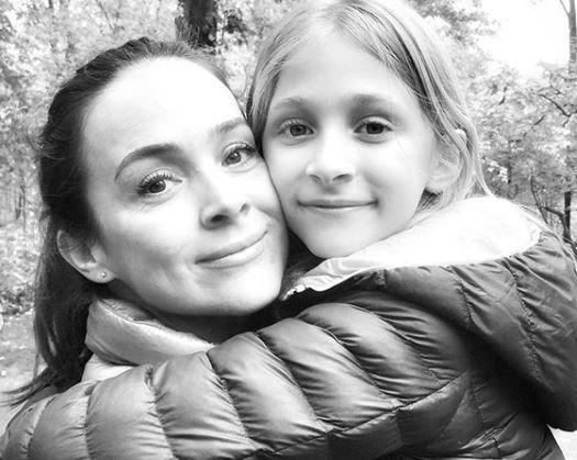 Gabriela Duarte posta foto rara da filha e semelhança entre as duas surpreende Reprodução / Instagram/Instagram