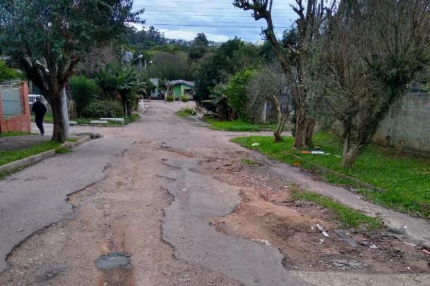 Ruas esburacadas no Jardim Algarve seguem sem previsão de reparos Arquivo pessoal/Arquivo pessoal