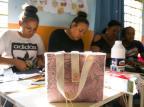 Oficinas de artesanato oferecem conhecimento, lazer e oportunidade de geração de renda para mulheres Andréa Graiz/Agencia RBS