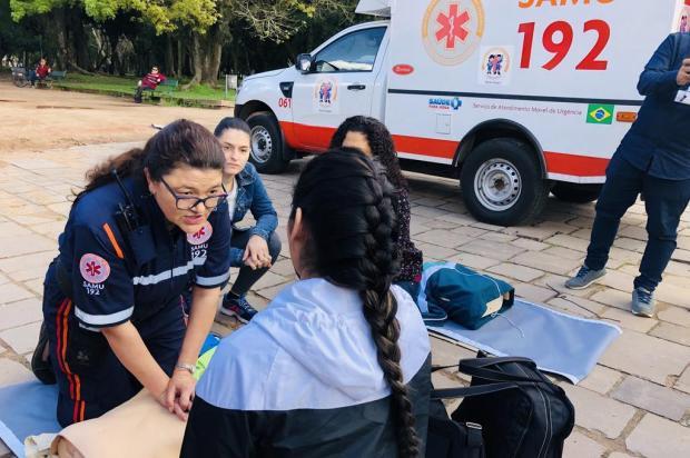 Ação do Samu na Redenção orienta como atender paciente com parada cardiorrespiratória Jeniffer Gularte/Agência RBS