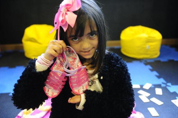 Isadora vai realizar seu sonho: caminhar e usar sapatos Ronaldo Bernardi/Agencia RBS