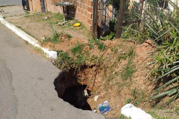 Em Viamão, cratera aberta há mais de um ano preocupa moradores Iara Maria/Arquivo Pessoal