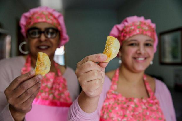 Minipastéis da Carol: aprenda a fazer um salgado assado com recheio de calabresa Omar Freitas/Agencia RBS
