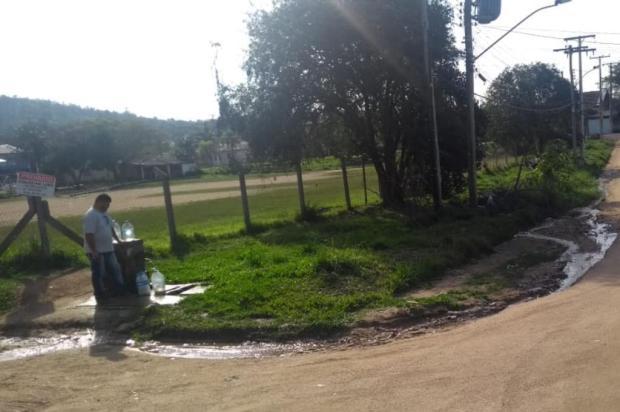 Em Viamão, esgoto vaza ao lado de fonte de água limpa Joel Carvalho/Arquivo Pessoal