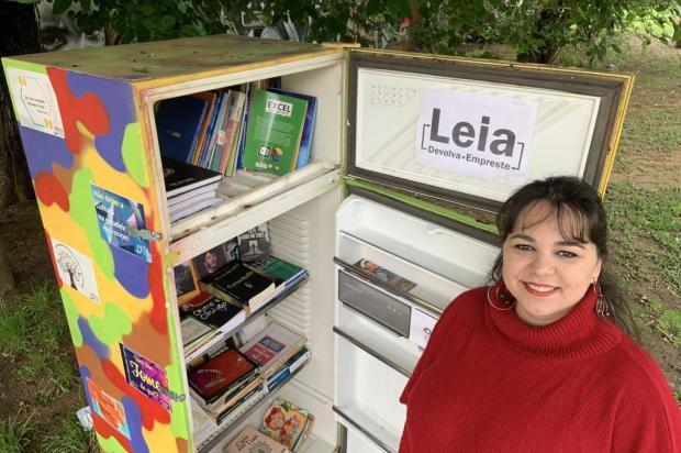 Após ter obras furtadas, geladeira com livros é reinaugurada em praça do bairro Petrópolis Tiago Boff/Agencia RBS