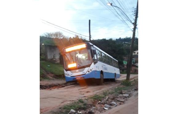 Ônibus não escapou de atoleiro em rua de Viamão Arquivo pessoal / Arquivo pessoal/Arquivo pessoal
