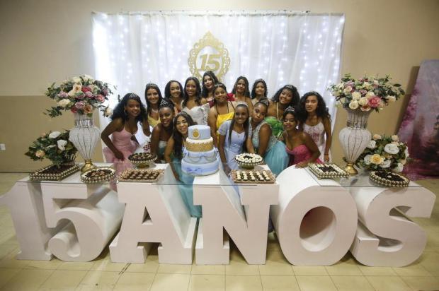 Solidariedade: comunidade consegue doações e realiza baile de debutantes para 15 meninas em Porto Alegre André Ávila/Agencia RBS