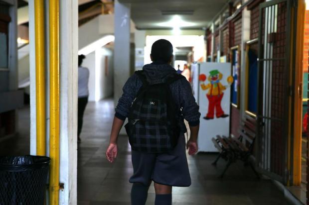 Após cinco meses, escola de Porto Alegre recebe professor de matemática, mas problema persiste em outras disciplinas  Félix Zucco/Agencia RBS