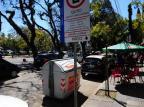 Contêineres de lixo impedem acesso a vagas preferenciais em Porto Alegre Ronaldo Bernardi/Agencia RBS