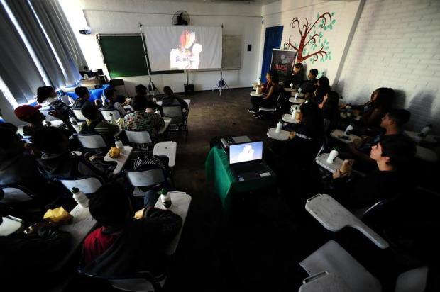 Estudantes da Vila Safira, em Porto Alegre, assistem a animação brasileira inédita em sala de aula Ronaldo Bernardi/Agencia RBS