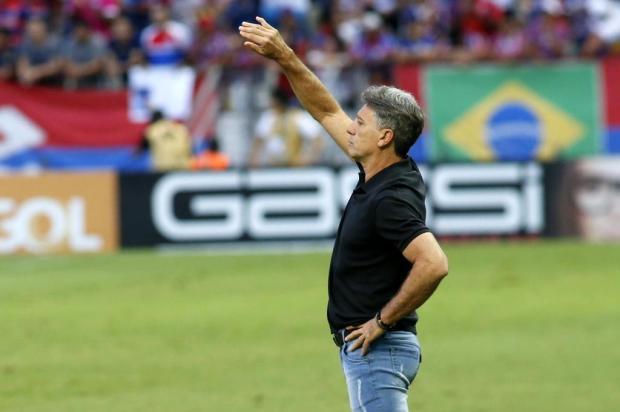 Guerrinha: Renato vai precisar tirar um coelho da cartola para montar o meio-campo do Grêmio LC Moreira/Lancepress!