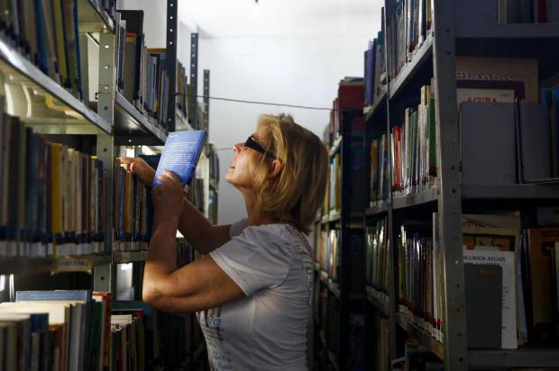 Única servidora de biblioteca pública da Capital se aposenta e preocupa comunidade Mateus Bruxel/Agencia RBS