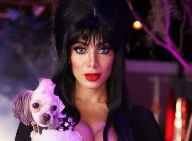 Anitta se fantasia de Elvira e recebe famosos em festa de Halloween Reprodução / Instagram/Instagram