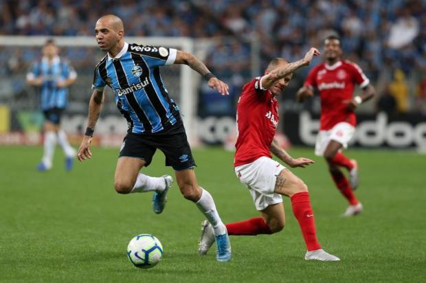 Guerrinha: Diego Tardelli achou o lugar no campo para jogar no Grêmio e teve atuação de luxo Fernando Gomes/Agencia RBS