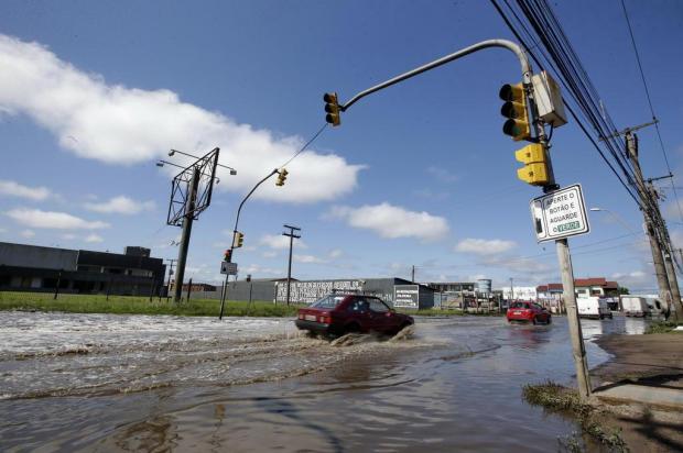 Avenida da Zona Norte está alagada há semanas em função de problemas na rede pluvial André Ávila/Agencia RBS