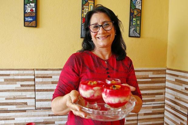 Luisa e o docinho da mamãe: aprenda a fazer uma sobremesa com frutas Robinson Estrásulas/Agencia RBS