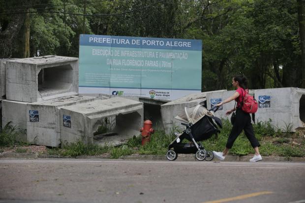 Obra parada há mais de dois anos causa transtornos a moradores do bairro Belém Novo, na Capital Andre Avila / Agência RBS/Agência RBS