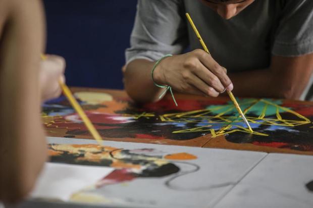 Resultado de oficinas de arte, obras feitas por crianças que vivem em abrigo da FASC vão participar de exposição André Ávila/Agencia RBS