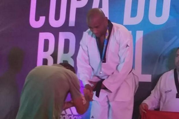 Lutador de Novo Hamburgo recebe medalha de prata na Copa do Brasil de Taekwondo Arquivo pessoal/Arquivo pessoal