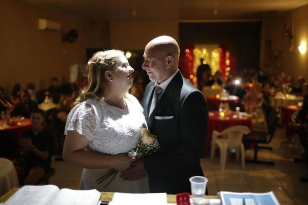 Casal de Gravataí oficializa união que começou por causa do Corações Solitários André Ávila/Agencia RBS
