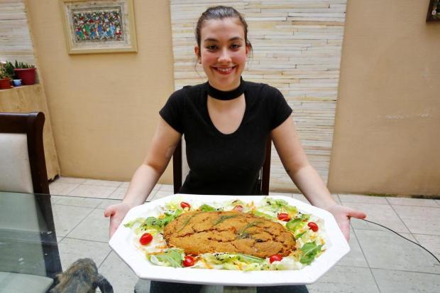 """Aprenda a fazer o """"Veganbole"""", alternativa para a ceia de final de ano de quem não consome produtos de origem animal Robinson Estrásulas/Agencia RBS"""