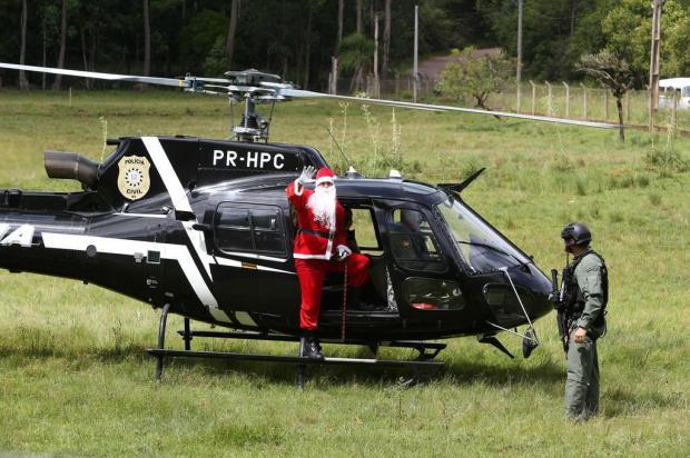 Papai Noel chega de helicóptero em escola de Gravataí Fernando Gomes/Agencia RBS