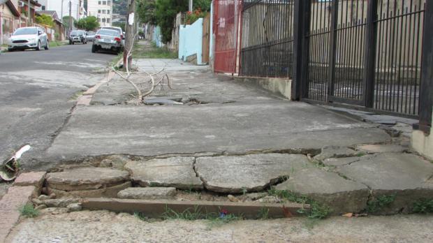 Galerias quebradas e calçadas esburacadas geram transtornos na Zona Leste da Capital Arquivo Pessoal / Arquivo Pessoal/Arquivo Pessoal