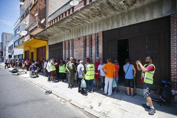 Como foi o primeiro dia de funcionamento do novo restaurante popular de Porto Alegre Félix Zucco/Agencia RBS