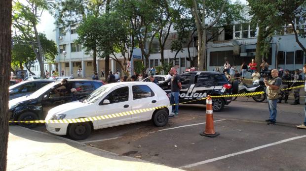 Polícia procura dois foragidos por morte de homem que teve corpo encontrado em estacionamento de hospital Robinson Estrásulas / Agência RBS/Agência RBS
