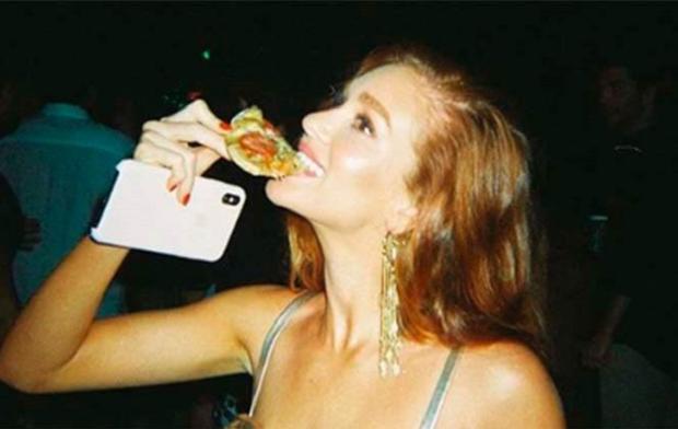 Marina Ruy Barbosa posta foto comendo pizza e é acusada de distúrbio alimentar Instagram / Reprodução/Reprodução