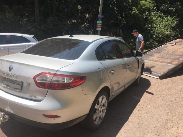 Jovem é preso e adolescente apreendido com carro roubado após perseguição policial na zona sul de Porto Alegre Tiago Bitencourt / Agência RBS/Agência RBS