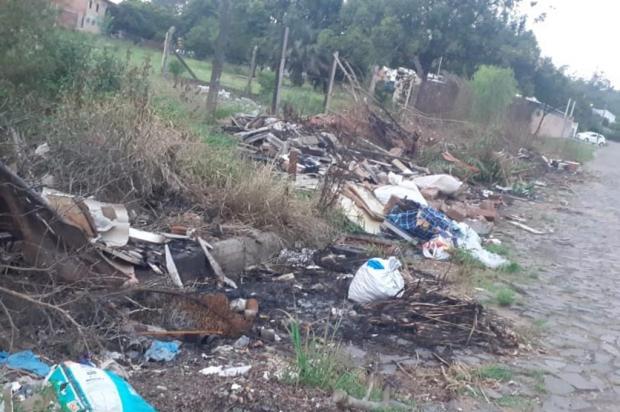 Em São Leopoldo, descarte irregular transforma terreno baldio em lixão Arquivo Pessoal / Arquivo Pessoal/Arquivo Pessoal