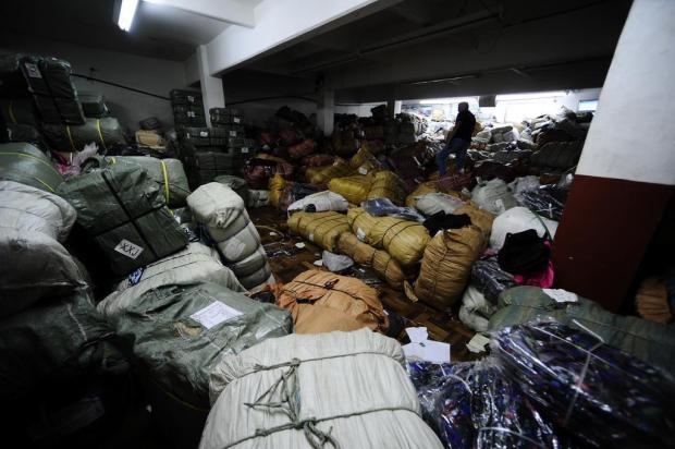 Como a polícia encontrou depósito de materiais falsificados no centro de Porto Alegre Ronaldo Bernardi/Agencia RBS