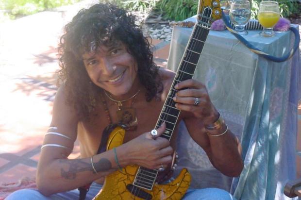 """Luiz Caldas diz que hoje não faria a música sobre a """"nega do cabelo duro"""" Ver Descrição/Ver Descrição"""