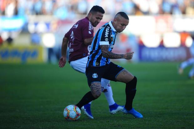 Cacalo: parece que em Gauchão é proibido marcar pênalti para o Grêmio Porthus Junior/Agencia RBS