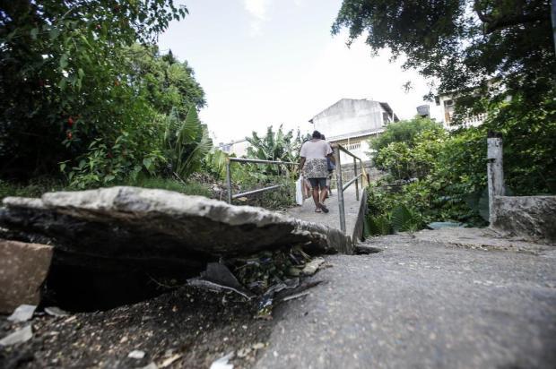Capital: ponte interditada oferece riscos no bairro Lomba do Pinheiro André Ávila/Agencia RBS
