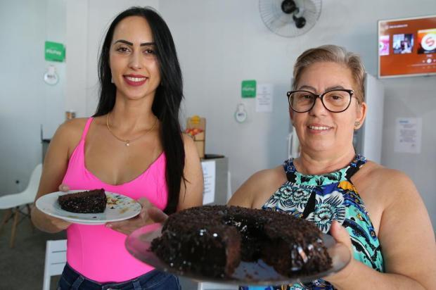 Bolo sem farinha da Ana e da Carine: aprenda a receita à base de cacau e coco Fernando Gomes/Agencia RBS