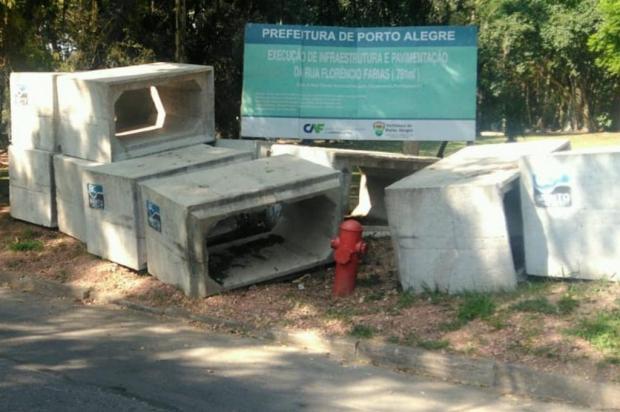 Material de obra de infraestrutura segue abandonado no bairro Belém Novo Arquivo Pessoal/Arquivo Pessoal
