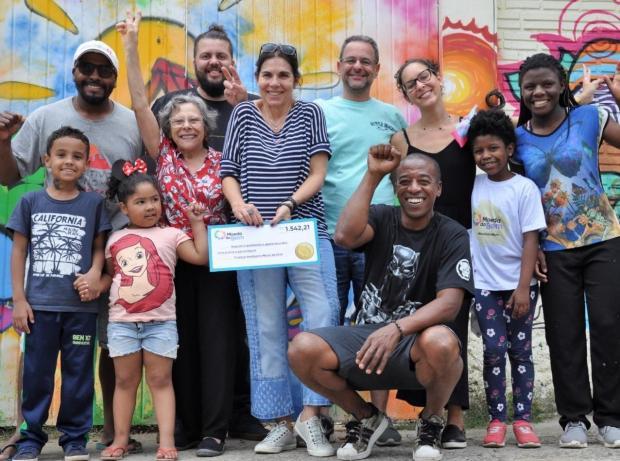 Iniciativa direciona doações para famílias do Morro da Cruz, em Porto Alegre HUBITTAT/Divulgação