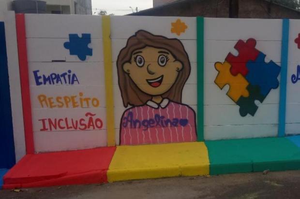 Mãe de menina autista marca passagem do Dia Mundial do Autismo com pinturas no muro de casa Arquivo Pessoal/Arquivo Pessoal