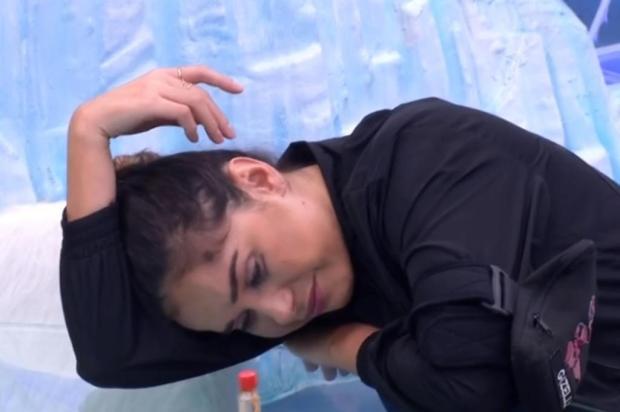 """No """"BBB 20"""", Gizelly chora após saída de Marcela e Babu explica uso de pente no cabelo: """"Empoderamento black"""" Reprodução/Globo"""