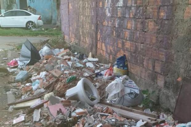 Lixo acumulado e esgoto extravasando preocupam ainda mais durante quarentena Arquivo Pessoal/Arquivo Pessoal