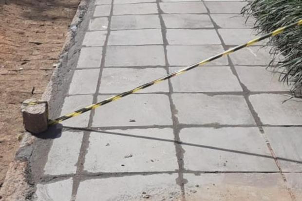 Caso resolvido: cratera na calçada no bairro Auxiliadora recebe conserto arquivo pessoal/arquivo pessoal