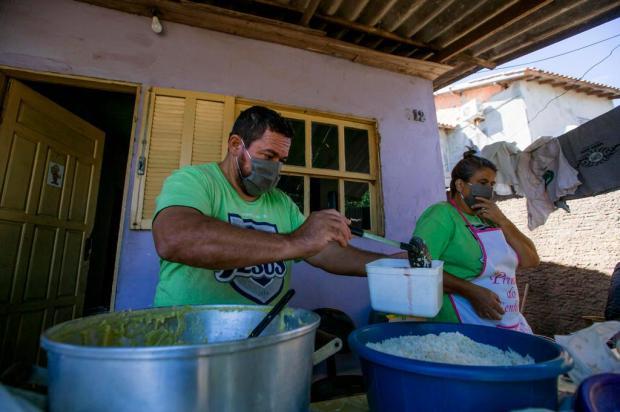 Iniciativa em São Leopoldo combate a fome de comida e de afeto Omar Freitas/Agencia RBS